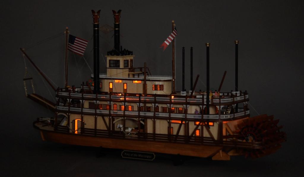 Modélisme Naval. Lumières LED Nouveau Maquette Bateau à Vapeur à Roues King of the Mississippi 1/80 (20515).